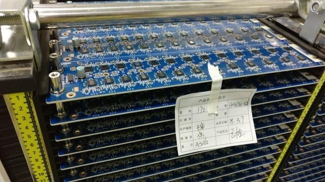 这就是最新型号的阿瓦隆矿机A841的主板,该文章发表时A841尚处在发布初期。时至今日,阿瓦隆矿机A841已经成为最热门的矿机型号。