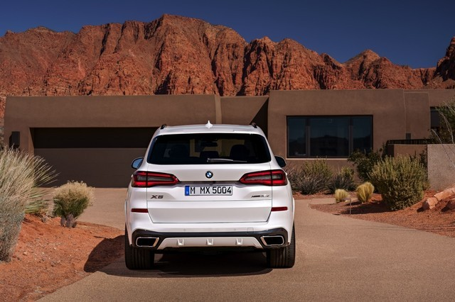 CLAR平台最大的特点就是采用大量碳纤维和铝合金材料,使车身轻量化程度显著提高,预计全新X5最高减重超200公斤,这一举措提升了操纵性以及动力油耗等各项性能指标。